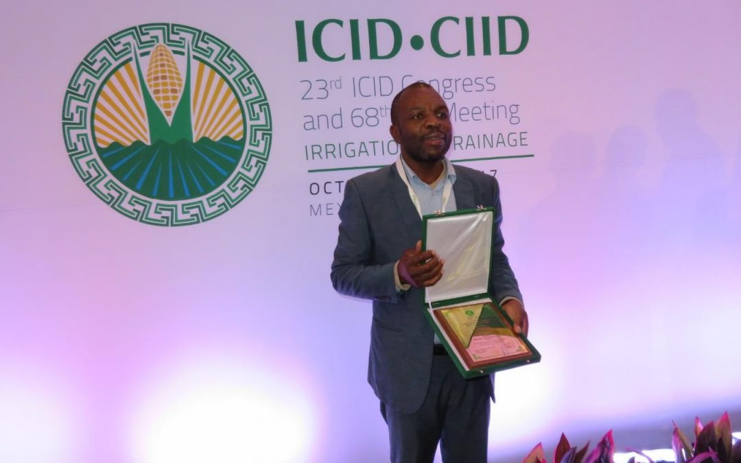 UNIVEN Alumnus, Professor Sylvester Mpandeli receives a citation plaque on irrigation and drainage in Mexico