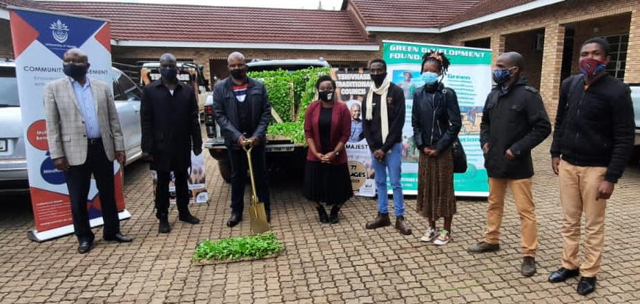 UNIVEN students  join  forces  in distributing  seedlings  to  selected  communities under Tshivhase Dynasty